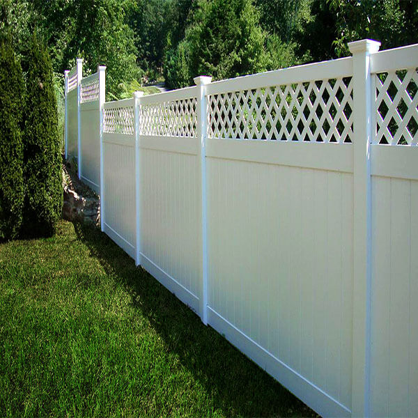 PVC Privacy Fence With Lattice
